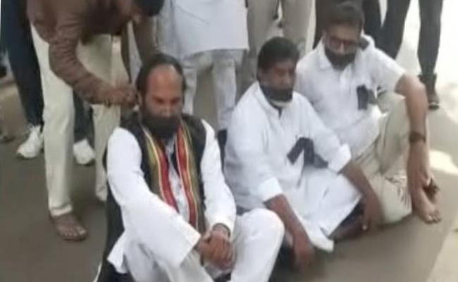 Uttam Kumar Reddy Takes On KCR Over Defections - Sakshi
