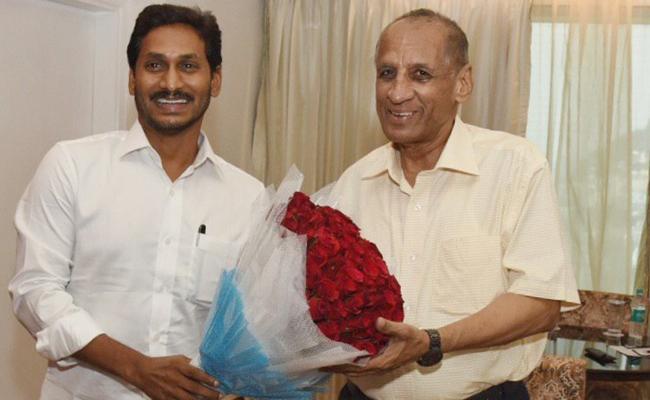 YS Jagan Mohan Reddy Meets ESL Narasimhan - Sakshi
