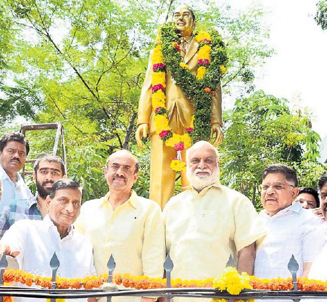 Dr. D RamaNaidu Statue Inauguration At Film Chamber - Sakshi