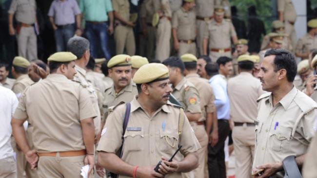 Police Form SIT To Probe Aligarh girl Murder - Sakshi