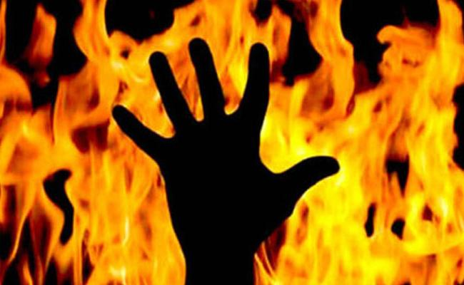 Young Man Set On Fire Alive In Chennai - Sakshi