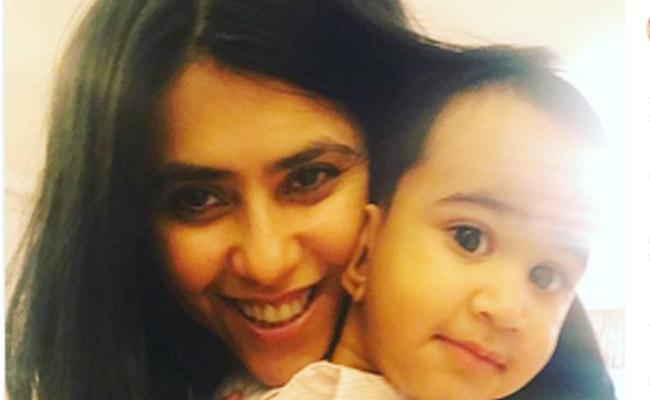 Smriti Irani Adorable Wishes To Ekta Kapoor On Birthday - Sakshi