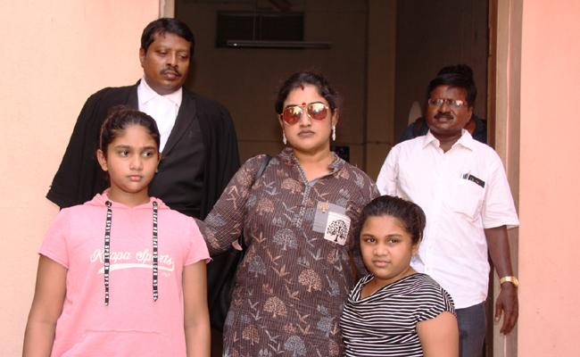 Actress Vanitha Vijayakumar Attend Poonamallee Court Over Daughter Custody - Sakshi