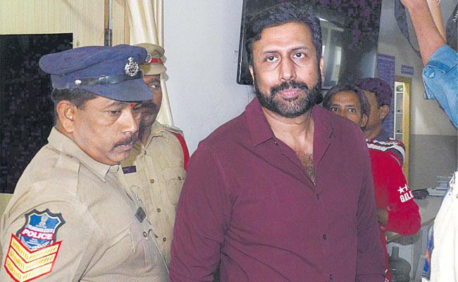 There Is Chance Of Arrest of Ravi Prakash Today By Cyberabad Police - Sakshi