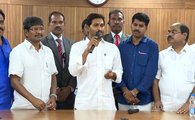 27 Percent IR for Government Employees in AP, says CM Jagan - Sakshi