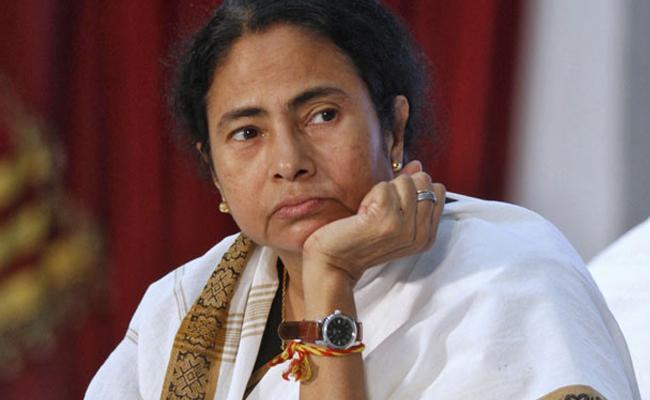 Union Minister Giriraj Singh Fires On Mamata Banerjee - Sakshi