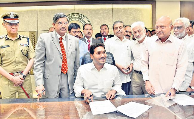 YS Jagan To Enter Into AP Secretariat First Time  - Sakshi
