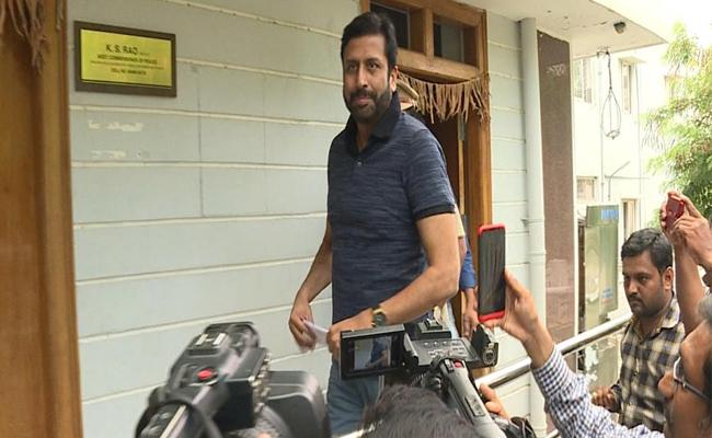 Banjara Hills Police Comments On Ravi Prakash - Sakshi