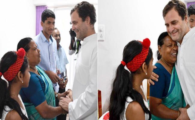 Rahul Gandhi meets retired nurse Rajamma - Sakshi