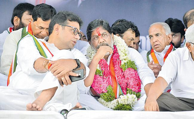 CM and Speaker are cheating Telangana people Says Uttam kumar - Sakshi