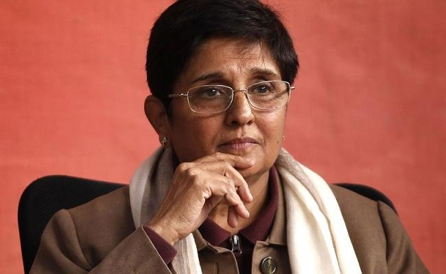 Narayanasamy Wife Died For Without Helmet Says Kiran Bedi - Sakshi