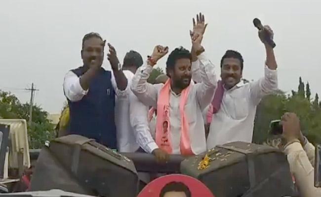 Venkatesh Nethakani And Korukanti Chander At Putta Madhu Victory Celebrations - Sakshi
