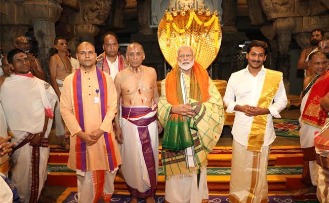 PM Narendra Modi, CM YS Jagan Mohan Reddy Tirumala Tour - Sakshi