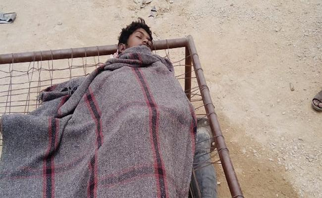 Young Man Died In Falling Under The Sand In Kadapa - Sakshi