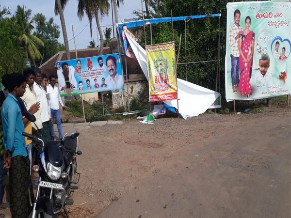 Flexi  Clashes In Bapatla Villages - Sakshi