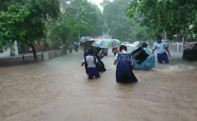 Heavy overnight showers flood Mumbai, several trains cancelled - Sakshi