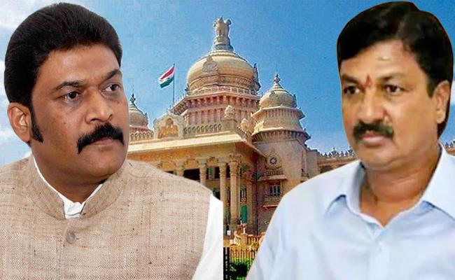 Anand Singh, Ramesh Jarkiholi Resigns From Karnataka Assembly - Sakshi