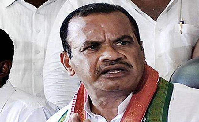 TRS Leaders Attacked On Forest Officials Is A Cruel Action Komatireddy Venkat Reddy Says - Sakshi