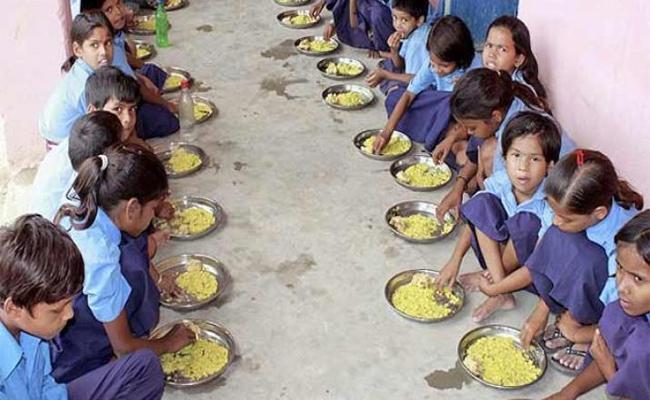 Government  Introduce Breakfast Scheeme In  Government Schools Medak - Sakshi