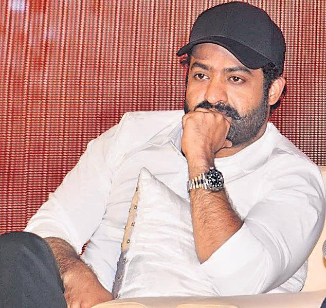Lloyd Stevens shares the rigorous leg extension of Junior NTR  - Sakshi