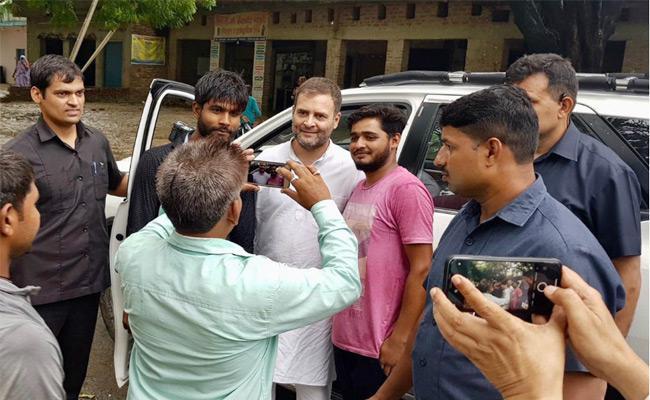Rahul Gandhi Said I Will Fight for Amethi in Delhi - Sakshi