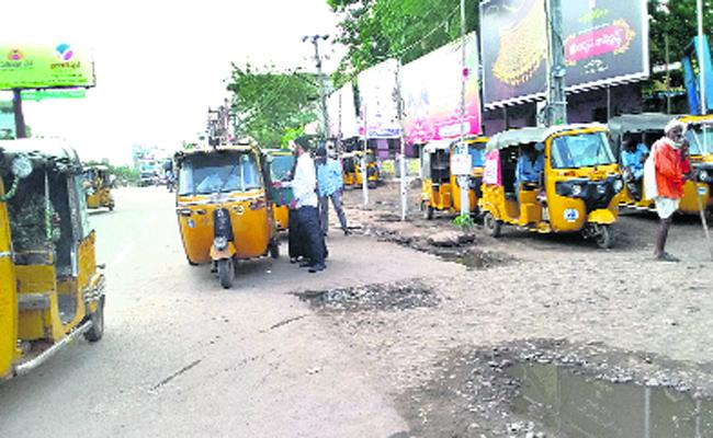 Ramagundam Police Commissionerate Taken Action On Illegal autos - Sakshi