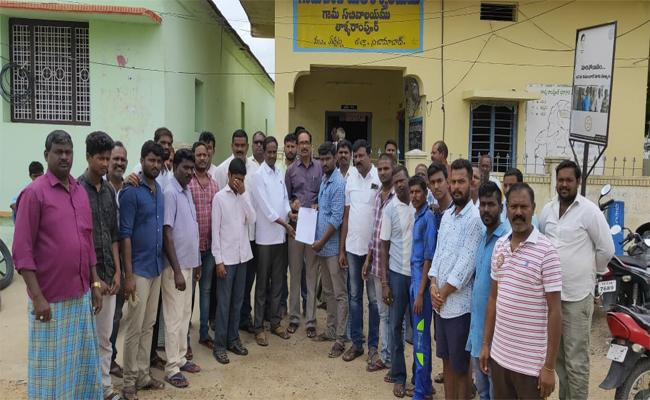 Villagers Asking to Introduce English Medium in Government Schools - Sakshi