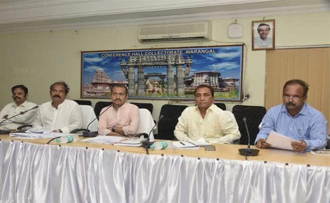 Collector Serious On Medical Employees In Warangal - Sakshi