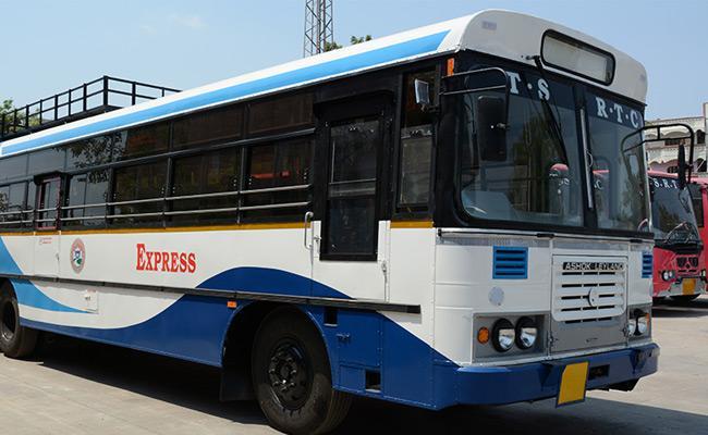 TSRTC bus brakes fail,alert driver saves lives In Karimnagar - Sakshi