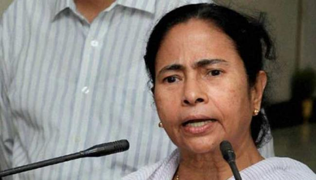 Mamata Banerjee Accuses BJP Of Doing Horse Trading - Sakshi