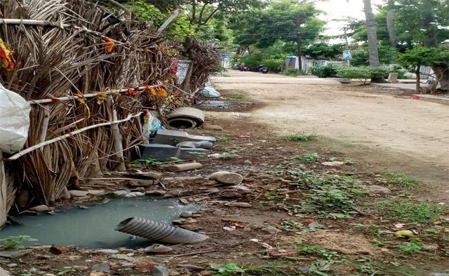 People Facing Underground Drainage Water Problem In East Godavari - Sakshi