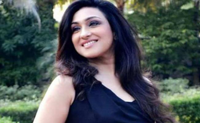 ED notice To Ritu Parnasan Gupta On rose Valley Scandal - Sakshi