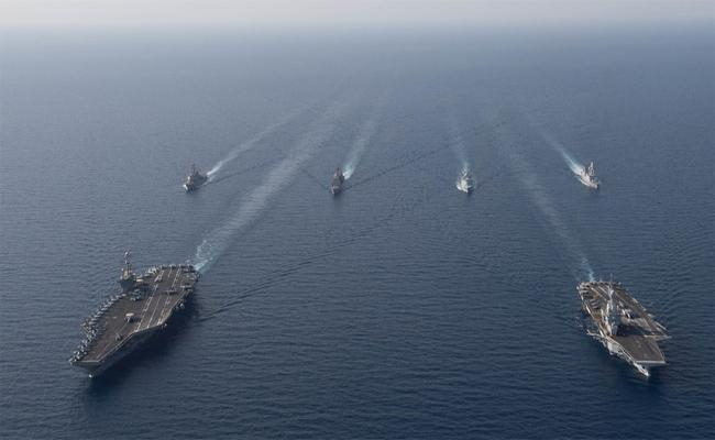 Iranian Boats Tries Intercept British Tanker In Gulf Sea - Sakshi