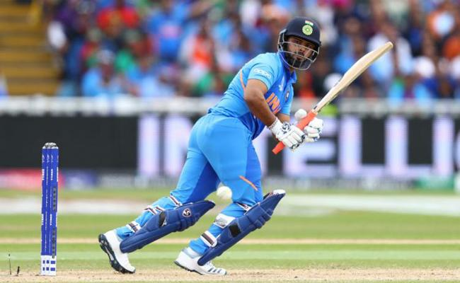 Yuvraj Singh Defends Rishabh Pant After Kevin Pietersen criticism - Sakshi