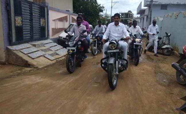 TRS MLA Surendra Kalyana Lakshmi Checks Were Delivered on a Bike in Yellareddy - Sakshi