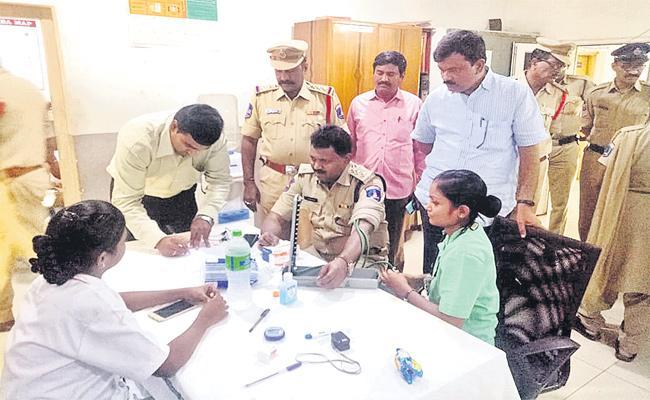 Doctor Regular Check Ups For Hyderabad Police - Sakshi