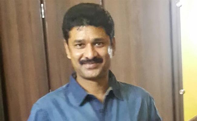 Minister Kurasala Kannababu Brother Suresh dies of heart attack - Sakshi