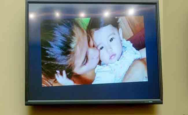US Lawmaker Gets Emotional As Migrant Mother Describes Baby Death - Sakshi