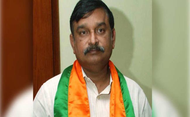 BJP Leader Vishnu Kumar Raju Felt Happy On Cancellation Of Land Pooling GO - Sakshi