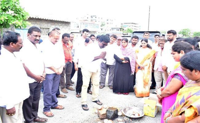 MLA Ajay Kumar Started CC Roads with the Mayor of Khammam Corporation - Sakshi