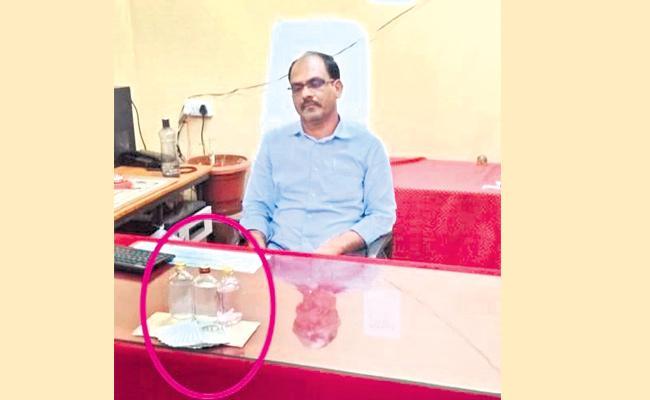 Assistant Pension Officer Caught Demanding Bribery - Sakshi