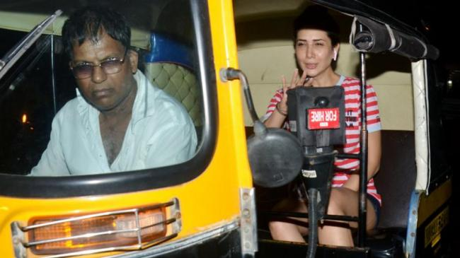 Kim Sharma Enjoys Her Late Night Auto Rickshaw Ride - Sakshi