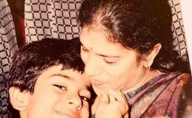 Ram Charan Dedicates First Instagram Post To His Mom With Adorable Pic - Sakshi