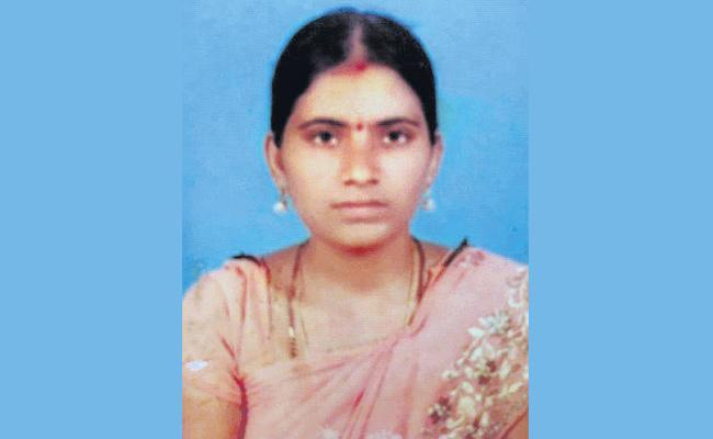 Women Commits Suicide in Hyderabad - Sakshi