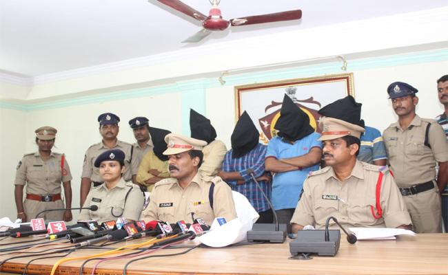 Police Have Arrested Betting Gang In Rajam Town - Sakshi