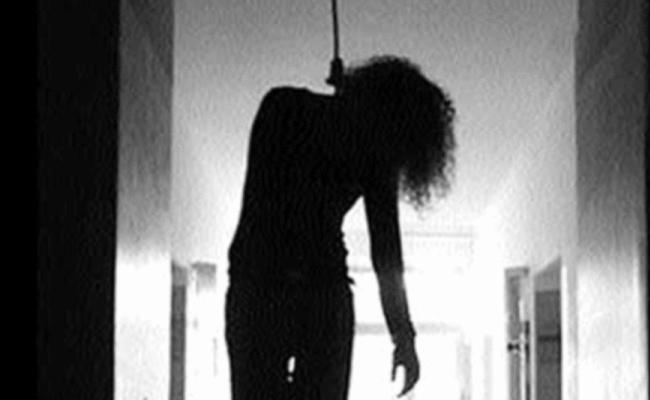 The Woman In Live In Relationship Died By Hanging At Kolluru - Sakshi