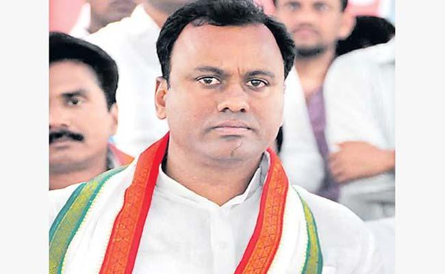 Rajagopal Reddy Will Join In BJP Or Continue In Congress - Sakshi