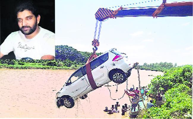 Man Died  After Car Went To Canel in West Godavari - Sakshi