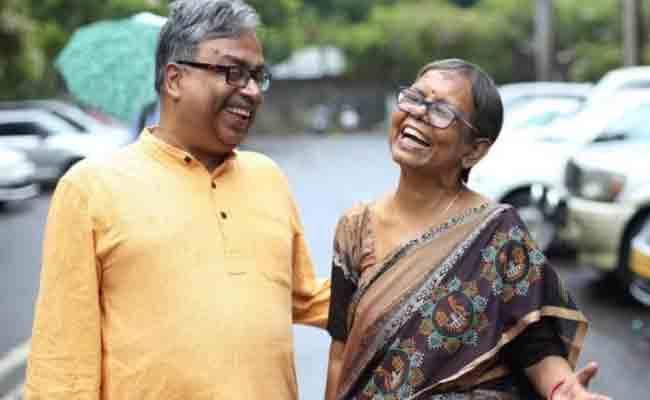 Mumbai Couple Love Story Who Travel Around The World Makes Internet Emotional - Sakshi