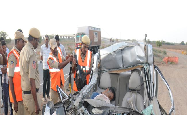 Road Accident On National Highway !6 In Ongole - Sakshi